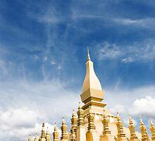 Pha Tat Luang temple by Juha Sompinmäki