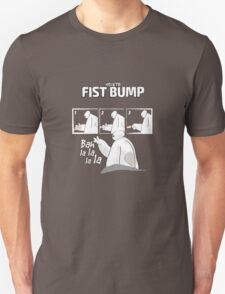 How to fist bump! T-Shirt