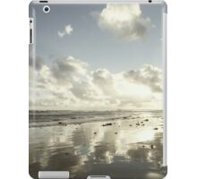 Earth delights to feel your bare feet iPad Case/Skin
