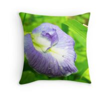 Majestic violet Throw Pillow