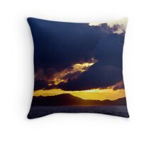 silhouett3 Throw Pillow
