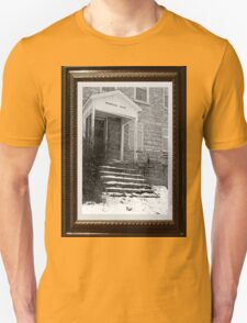 Mountain Grove dedicated to awesome finds !!! Unisex T-Shirt