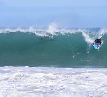 Dropping into left at Mullaloo by gamo