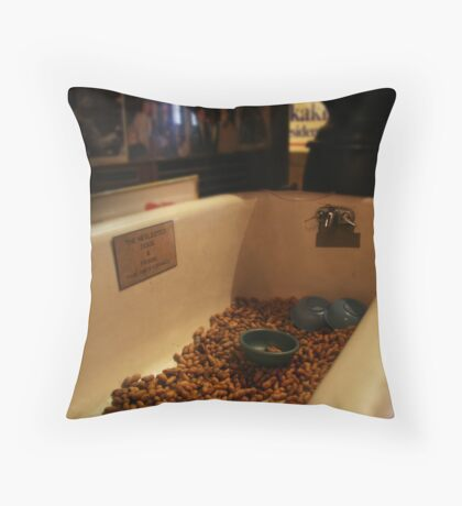 LIC tub Throw Pillow
