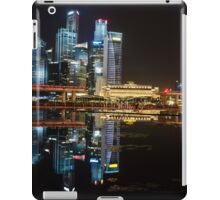 Singapore: Fullerton Hotel and Finance Centre Skyline iPad Case/Skin