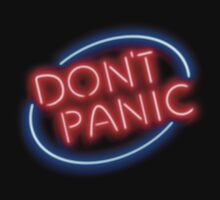 """Hitchhiker's Guide - """"Don't Panic"""" Neon Sign Kids Tee"""