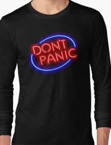 """Hitchhiker's Guide - """"Don't Panic"""" Neon Sign Long Sleeve T-Shirt"""