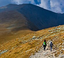 Mother and son hiking into the mountains by naturalis
