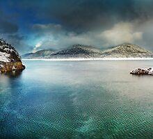 Vidraru lake in the winter, Romania by naturalis