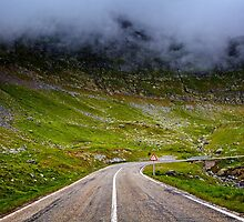 Winding road in mountains by naturalis