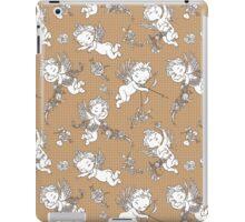 Valentine Angels on Polka Dots Background. iPad Case/Skin