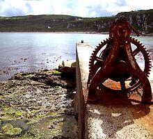 rusty boat winch by SNAPPYDAVE