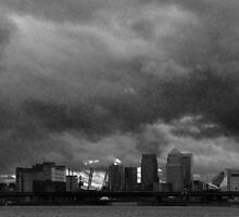 Canary wharf Cloudy evening BW by DavidFrench