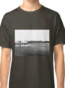 Island La Maddalena: sea landscape buildings and boats Classic T-Shirt