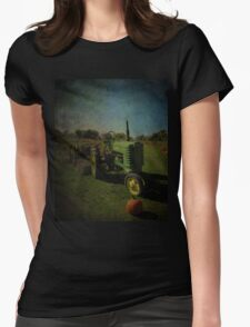 Yesteryear Antique John Deere Tractor on The Farm Womens Fitted T-Shirt