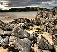 Morar Rocks by Linda  Morrison