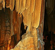 Formation in a Cave by pjesten