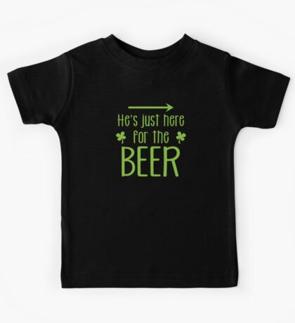 He's just here for the beer! with arrow right Kids Tee