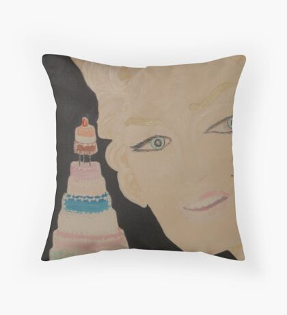 Marilyn Monroe - a Cake for JFK 's Birthday 1962 Throw Pillow