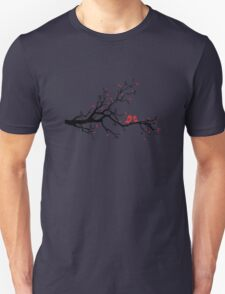 Kissing birds on love tree with red hearts T-Shirt