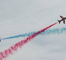 Red Arrows Double Crossing by jab03