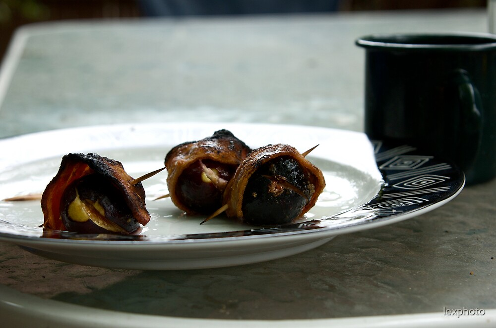Bacon wrapped figs  by lexphoto