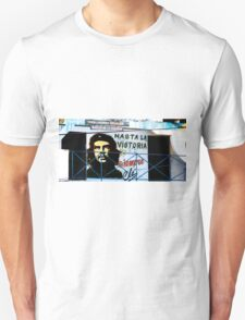 Artwork of Che on Trabajadores Sociales building, Vinales, Cuba Unisex T-Shirt