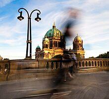 Radfahrer / Berliner Dom by Markus Mayer