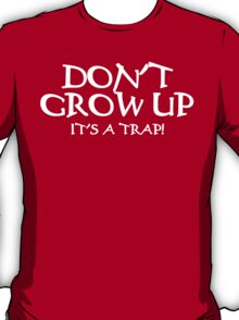DON'T GROW UP, IT'S A TRAP Funny Geek Nerd T-Shirt