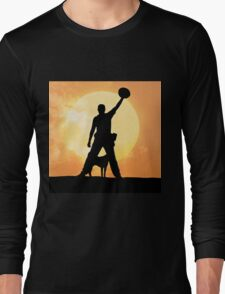 Male silhouette on background amazing sunset T-Shirt