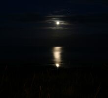 Moon on the River Tay by yusstay