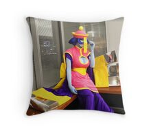 Hsien Ko: Hide and think in corner Throw Pillow