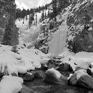 Icefalls in Kananaskis  by zumi
