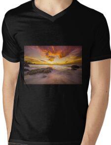 Kirra Glory... Mens V-Neck T-Shirt