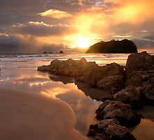 Mount Maunganui Sunrise, day break 6 by Ken Wright