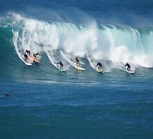 Waimea Bay Crowd by kevin smith  skystudiohawaii