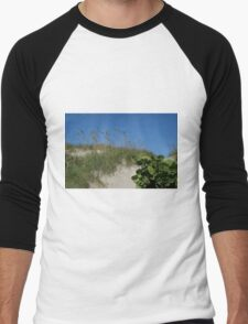 Climbing a dune... Men's Baseball ¾ T-Shirt