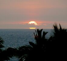 Full Sunset over Kona by Cheryl  Lunde