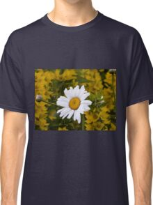 Chamomiles in the garden Classic T-Shirt