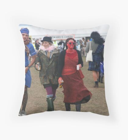 dude-(almost)-looks-like-a-lady Throw Pillow
