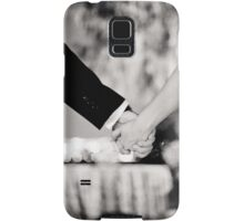 Wedding couple bride groom holding hands back and white photo Samsung Galaxy Case/Skin