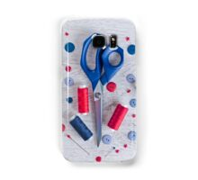 Sewing kit on a wooden table Samsung Galaxy Case/Skin