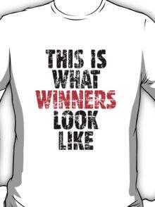THIS IS WHAT WINNERS LOOK LIKE (Vintage Black/Red) T-Shirt