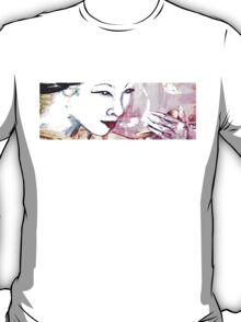 Geisha - Looking in mirror T-Shirt