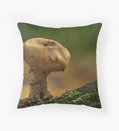 E.T.  -  Common Puffball Throw Pillow