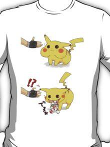 pikachu trolling ash T-Shirt