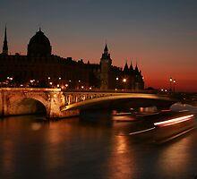 Paris bridges by Kevin Hayden