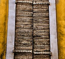 Old shutters... by jean-louis bouzou