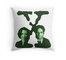 X-FILES - Scully & Mulder (green) Throw Pillow