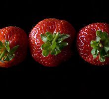 Strawberry line up by mausue